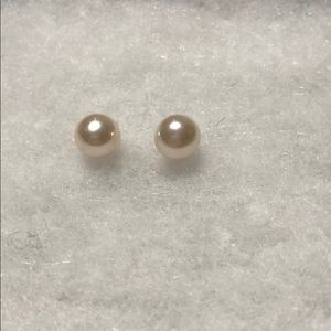 *6/$30* Faux pearl earrings